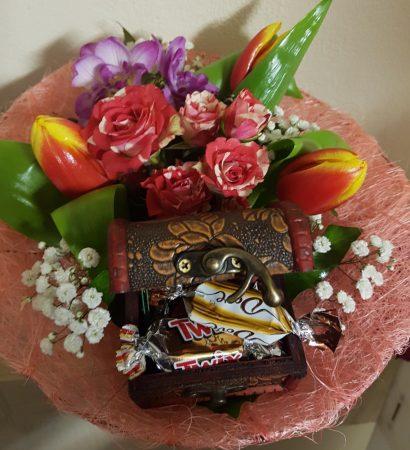 Vegyes virágcsokor meglepivel