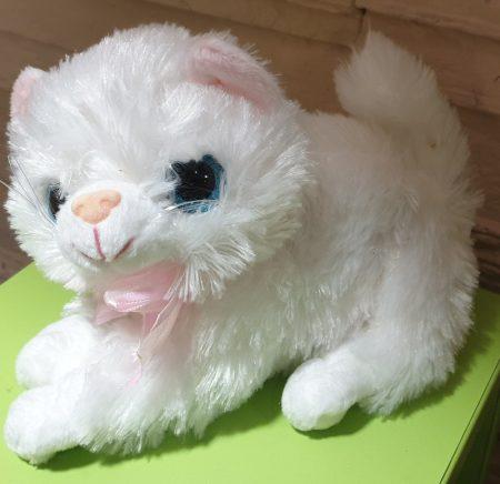 Fehér nyávogó plüss cica