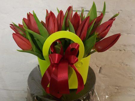 Tulipánok virágtáskában
