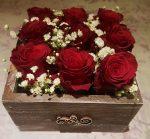 Rózsák fadobozban
