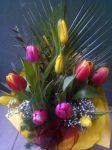 10 szál tulipán díszítve(Csak Bp.-re és Pest megyébe rendelhető kiszállítással!)