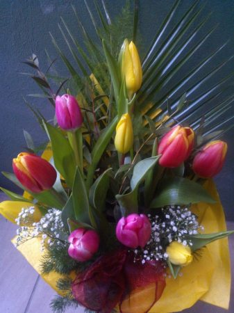 10 szál tulipán díszítve