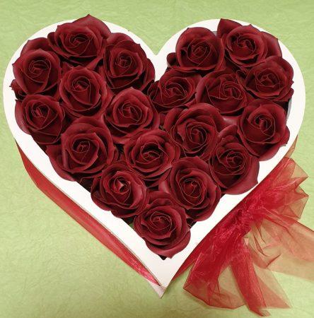 Szív alakú rózsabox illatos szappanrózsákból