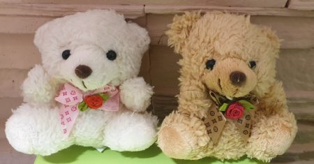 Plüss Maci rózsás nyakkendővel (csak virág mellé rendelhető)