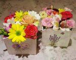 Virágok fadobozban