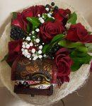 Rózsacsokor meglepivel