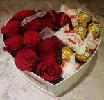 Szív alakú rózsabox csokival