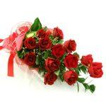 13 szálas extra minőségű hosszú rózsa díszítve