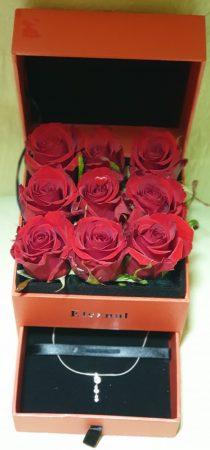 Rózsa doboz ékszerrel