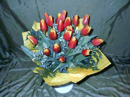 tulipán csokor 20 szálból  (Csak Bp.-re és Pest megyébe rendelhető kiszállítással!)