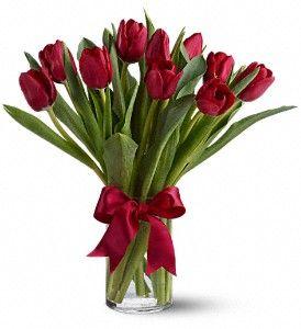 Lángoló tulipánok - 10 szál tulipán vázával    (Csak Bp.-re és Pest megyébe rendelhető kiszállítással!)